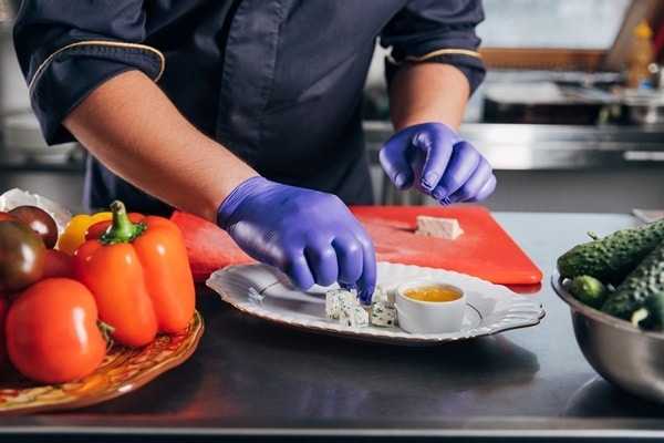 L'utilisation des gants jetables dans l'industrie alimentaire