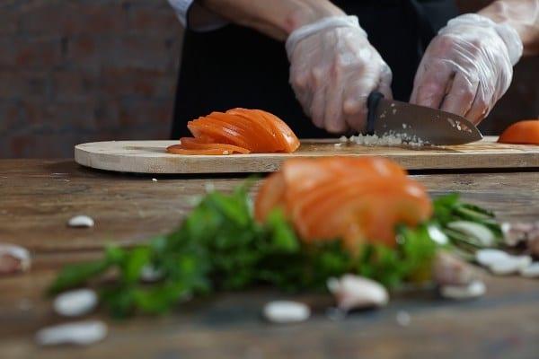 Gants alimentaires: Pourquoi vous avez besoin de bons gants lors du traitement des aliments?